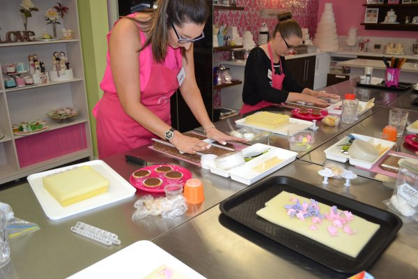 Cupcake decorating parties   Contemporary Cakes and Classes
