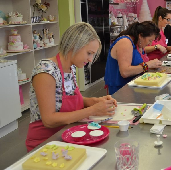 Cake Decorating Classes Logan : Cupcake decorating parties   Contemporary Cakes and Classes