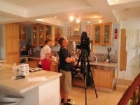 Cake decorating class Brisbane filmed by Great South East at Contemporary Cakes and Classes