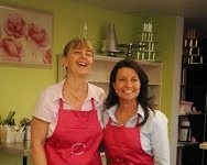 Laurel Edwards and Jackie Thompson Cake decorating class Brisbane filmed by Great South East at Contemporary Cakes and Classes