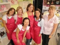 Cake decorating class filmed by Great South East