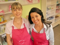 The Great South East Laurel Edwards and Jackie Thompson, cupcake class   Brisbane