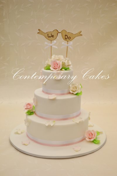 Roses and petals wedding Cake