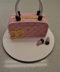 handbag cake vanity by Contemporary Cakes and classes