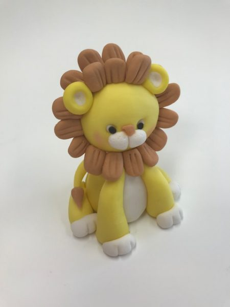 lion topper Conrtemporary Cakes and classes 3